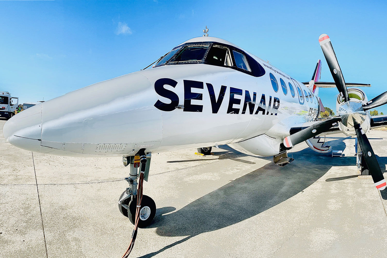 Avião Seven Air